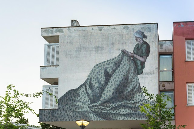 Hyuro creates a new mural in Poggibonsi, Italy