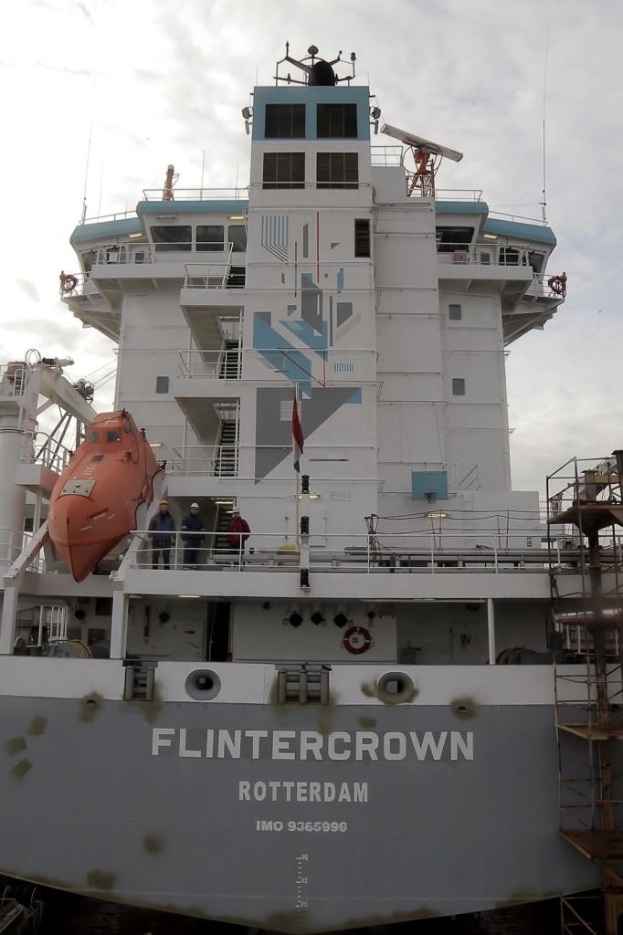 Seikon Paints a Cargo Boat – Flintercrown, Rotterdam