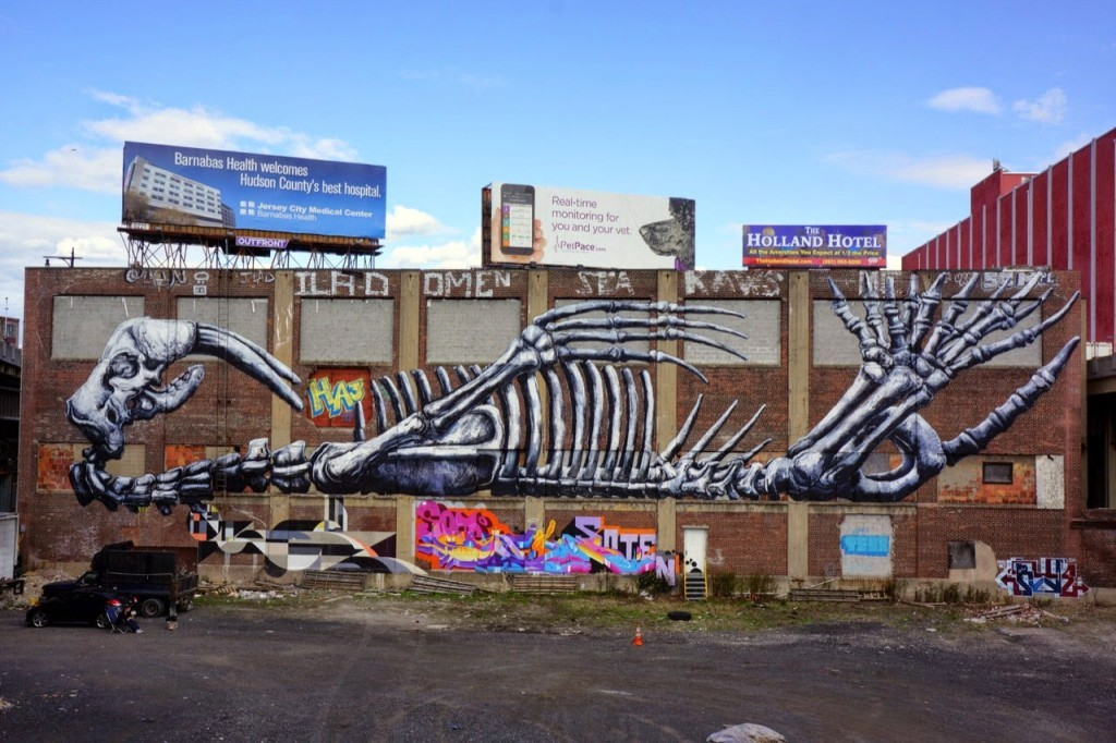 ROA unveils a massive mural in New York City