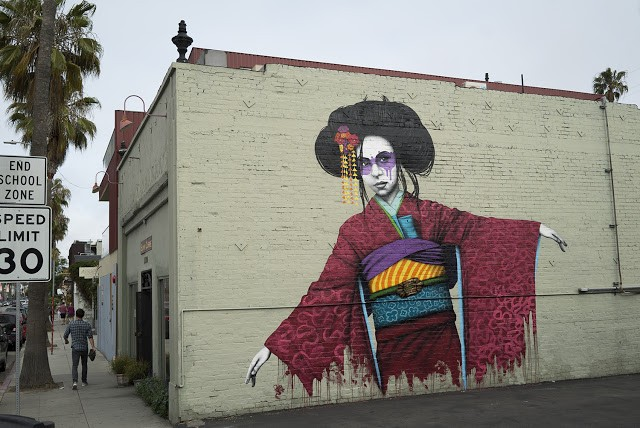 "FinDAC paints ""Hiko"", his newest mural in Los Angeles, California"