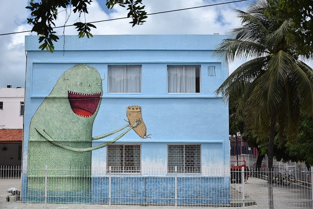 Bisser creates a new piece in Fortaleza, Brazil