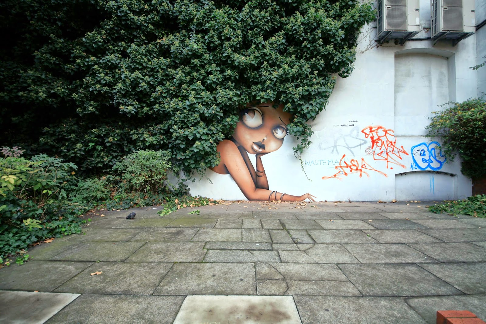 Vinnie creates a new street piece in London, UK