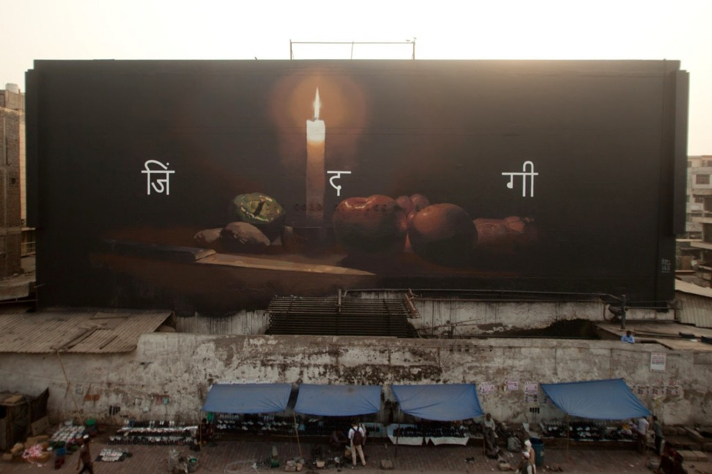 Axel Void paints a new piece in the Azadpur Market of Delhi