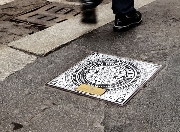 SHEPARD FAIREY, INVADER, THE LONDON POLICE, FLYING FORTRESS AND RENDO – MANHOLES PROJECT – MILAN