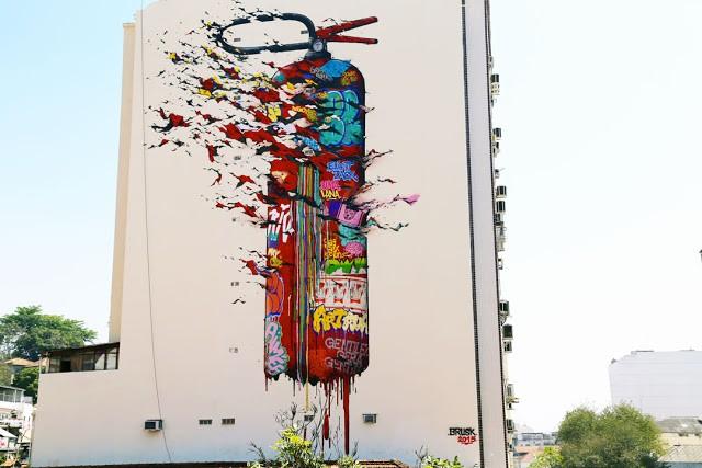 Brusk DMV creates a large mural in Rio De Janeiro