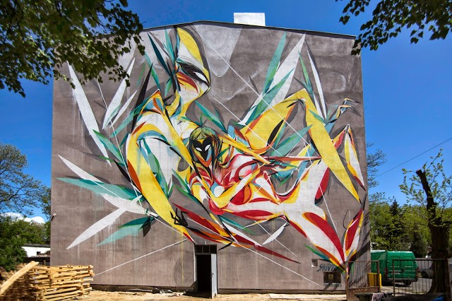 Shida paints a new mural for Urban Forms '15 in Lodz, Poland