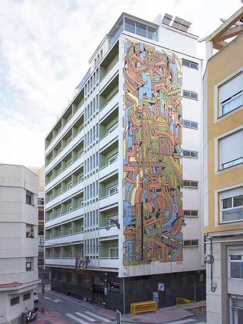 Aryz paints a large mural for Maus Malaga in Malaga