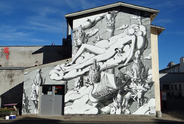 Liqen paints a large mural in Aalborg, Denmark