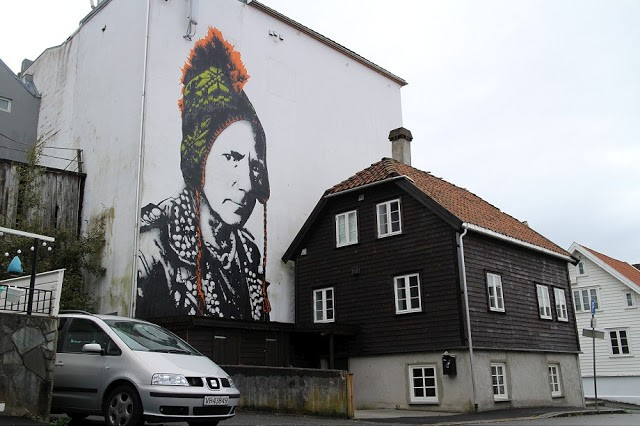 Nuart '15: Dot Dot Dot paints a new mural in Stavanger, Norway