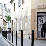 """Welcome"", a new piece by Levalet in Paris, France"
