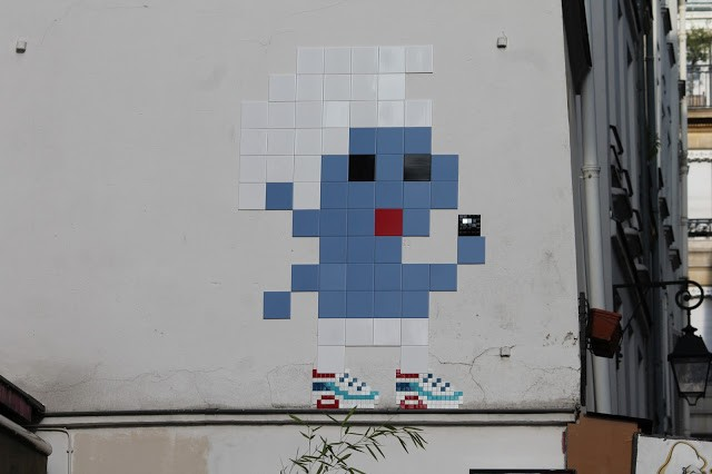 """""""Air Max Smurf"""" and more fresh invasions by Invader in Paris, France"""