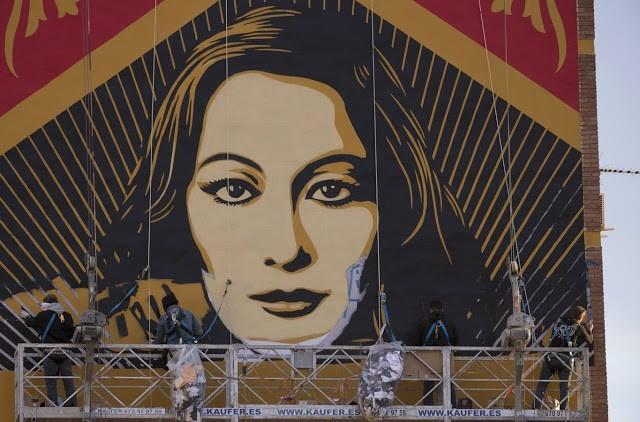 "Shepard Fairey ""Paz Y Libertad"" New Mural In Progress – Malaga, Spain"
