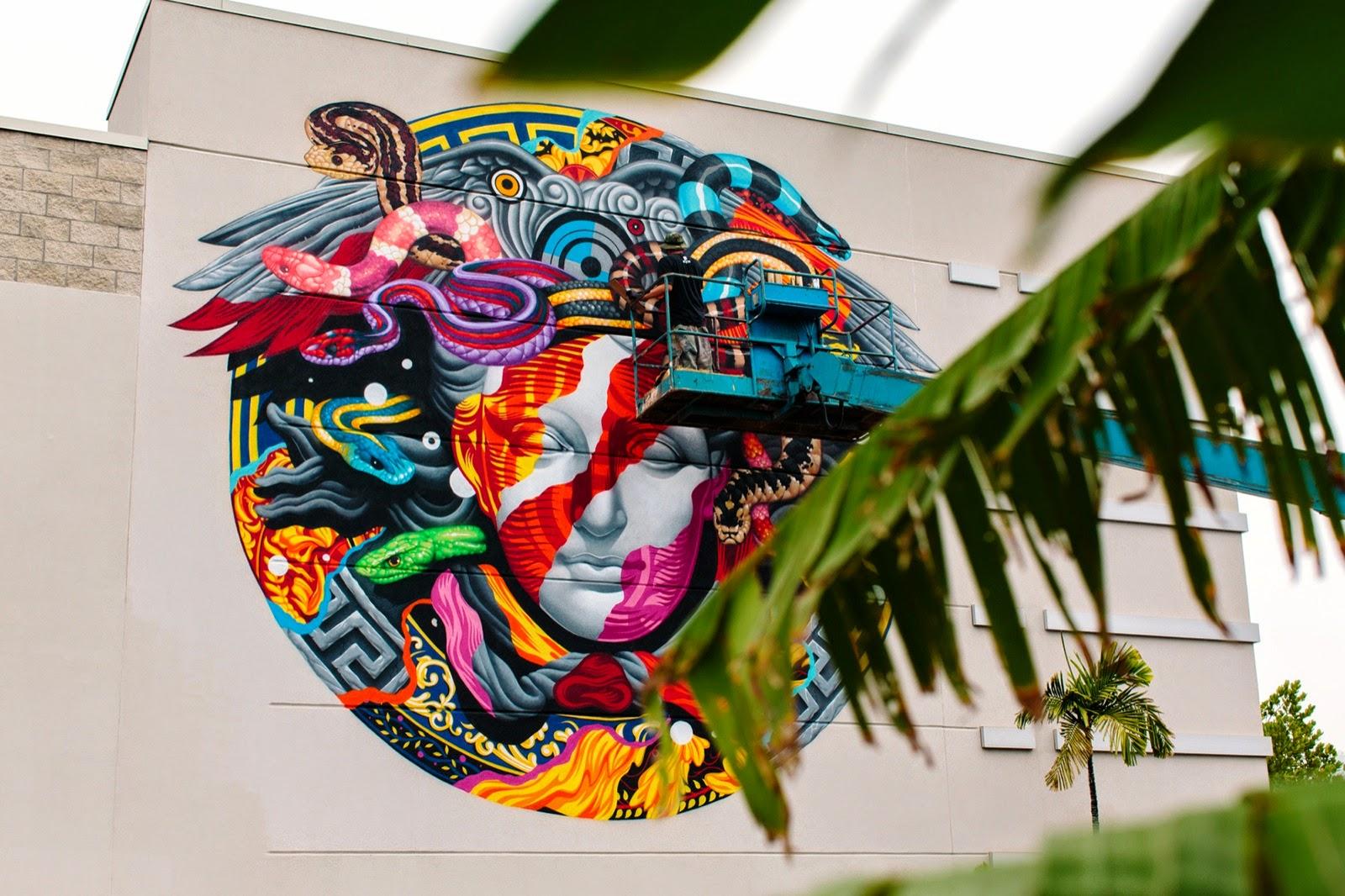 Tristan Eaton New Mural For Versace & POW! WOW! - Honolulu, Hawaii