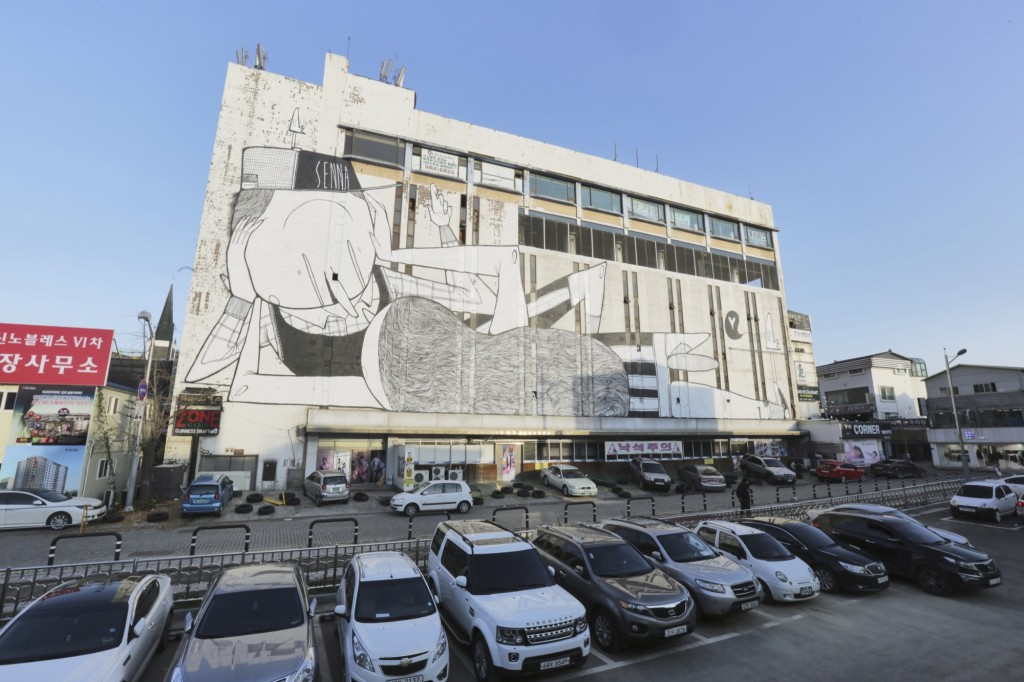 Alex Senna creates a large mural in Gyeonggi, South Korea