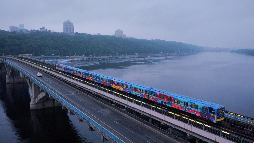 Kenor Paints a Whole Train in Kiev, Ukraine