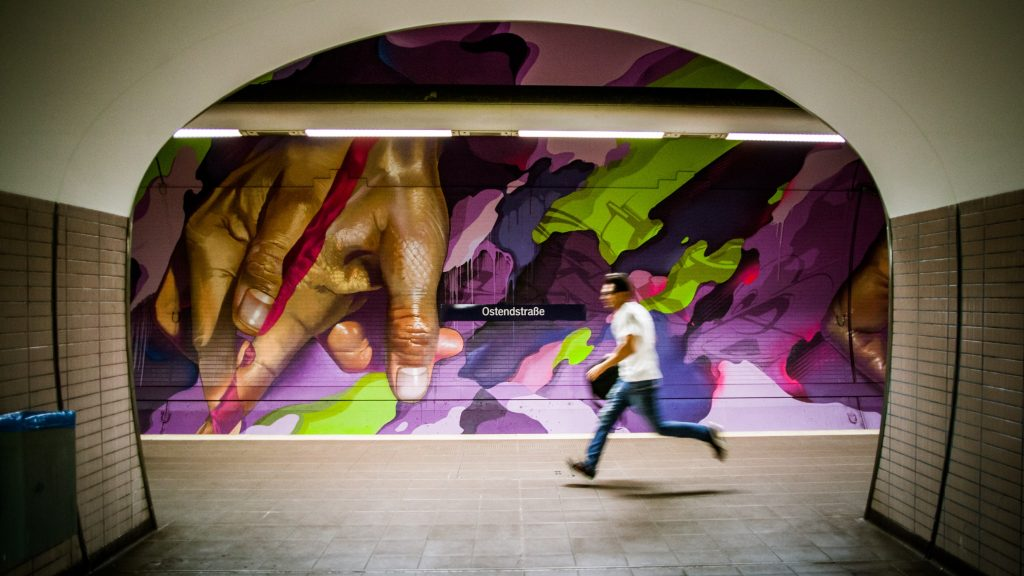 Case Maclaim and Does teamed up to create a 6.600 m² painting in Frankfurt