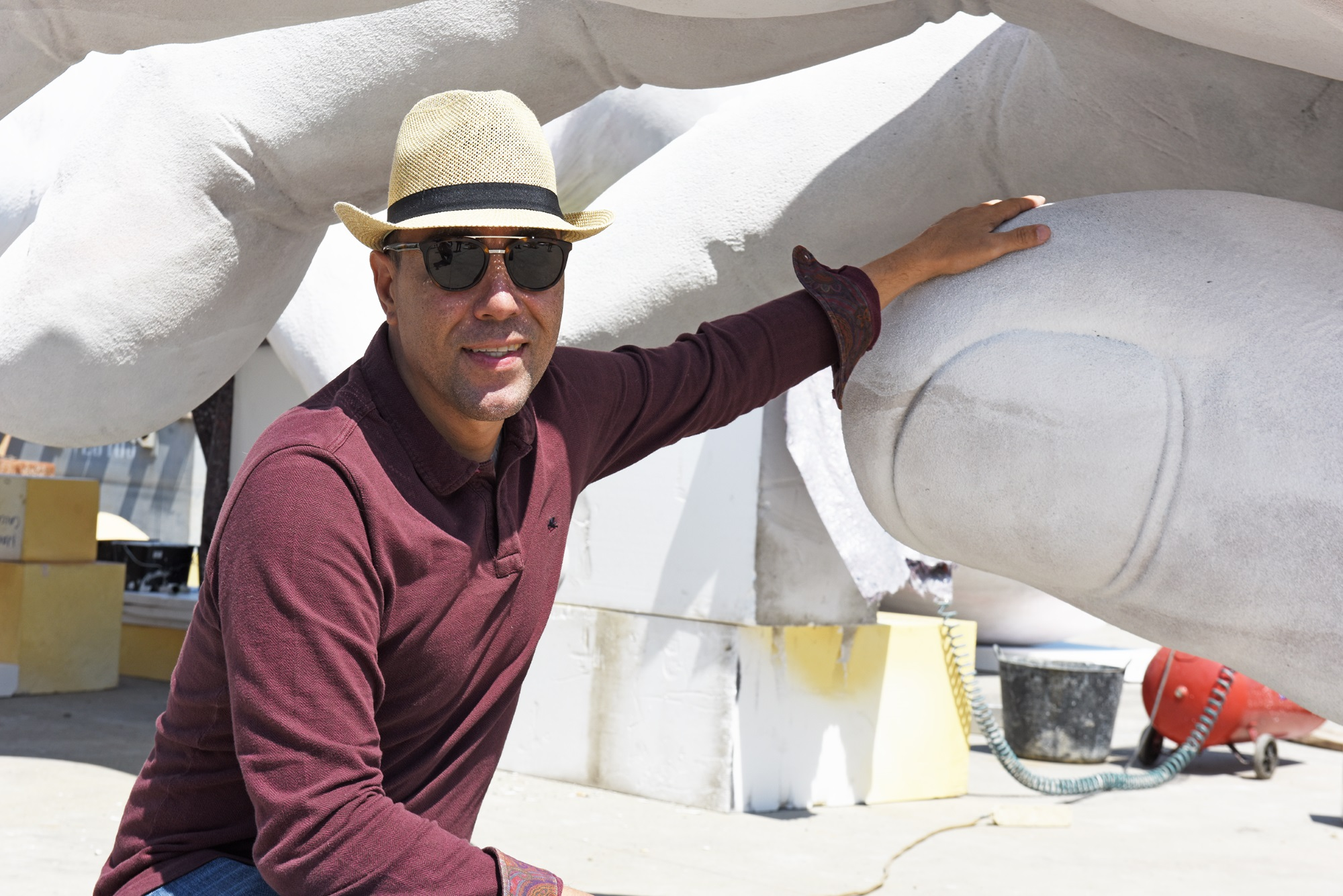 Lorenzo Quinn S New Sculpture Unveiled During Venice