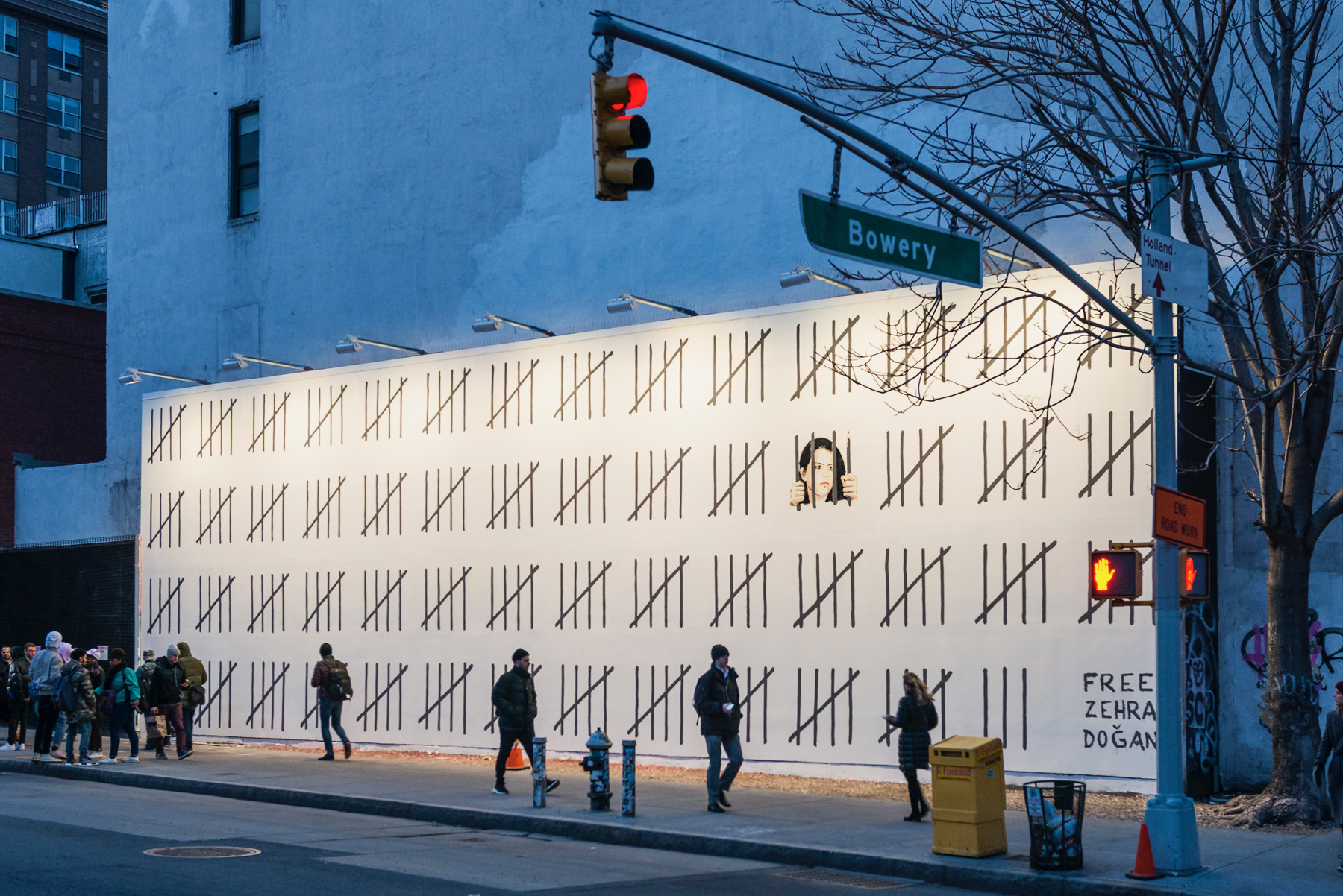 Banksy Takes Over Houston Bowery Wall in New York City Artes & contextos image311