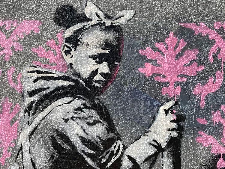 Banksy unveils new pieces in Paris, France Artes & contextos 34685902 774097372978248 5173757917324640256 n
