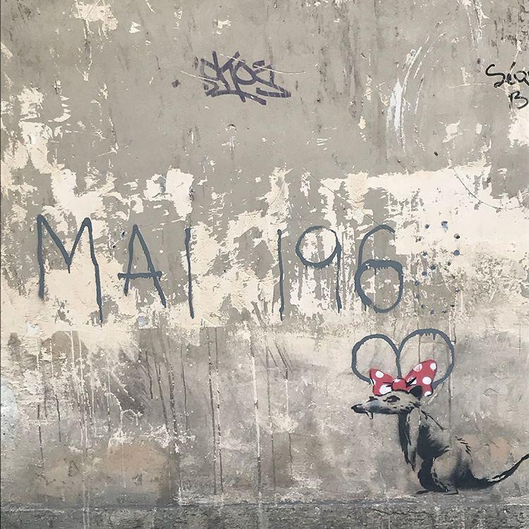 Banksy unveils new pieces in Paris, France Artes & contextos 34921391 676551022676220 5952277184184844288 n 1
