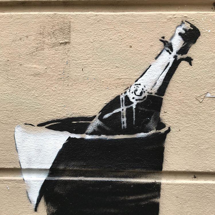 Banksy unveils new pieces in Paris, France Artes & contextos 35360572 598203570564179 575889208120442880 n