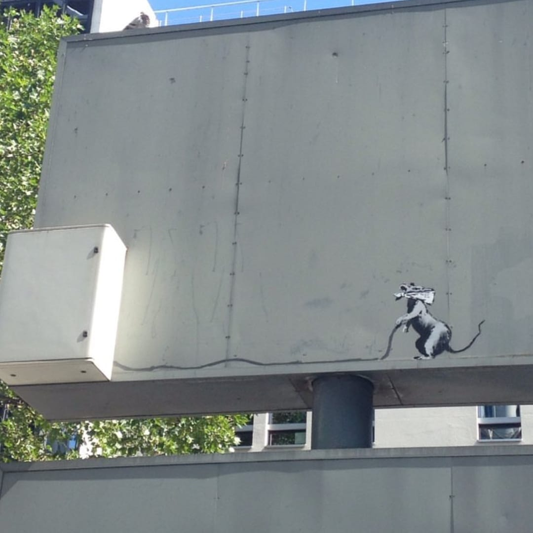 Banksy unveils new pieces in Paris, France Artes & contextos 35943559 10156740694126833 7517481640440889344 o