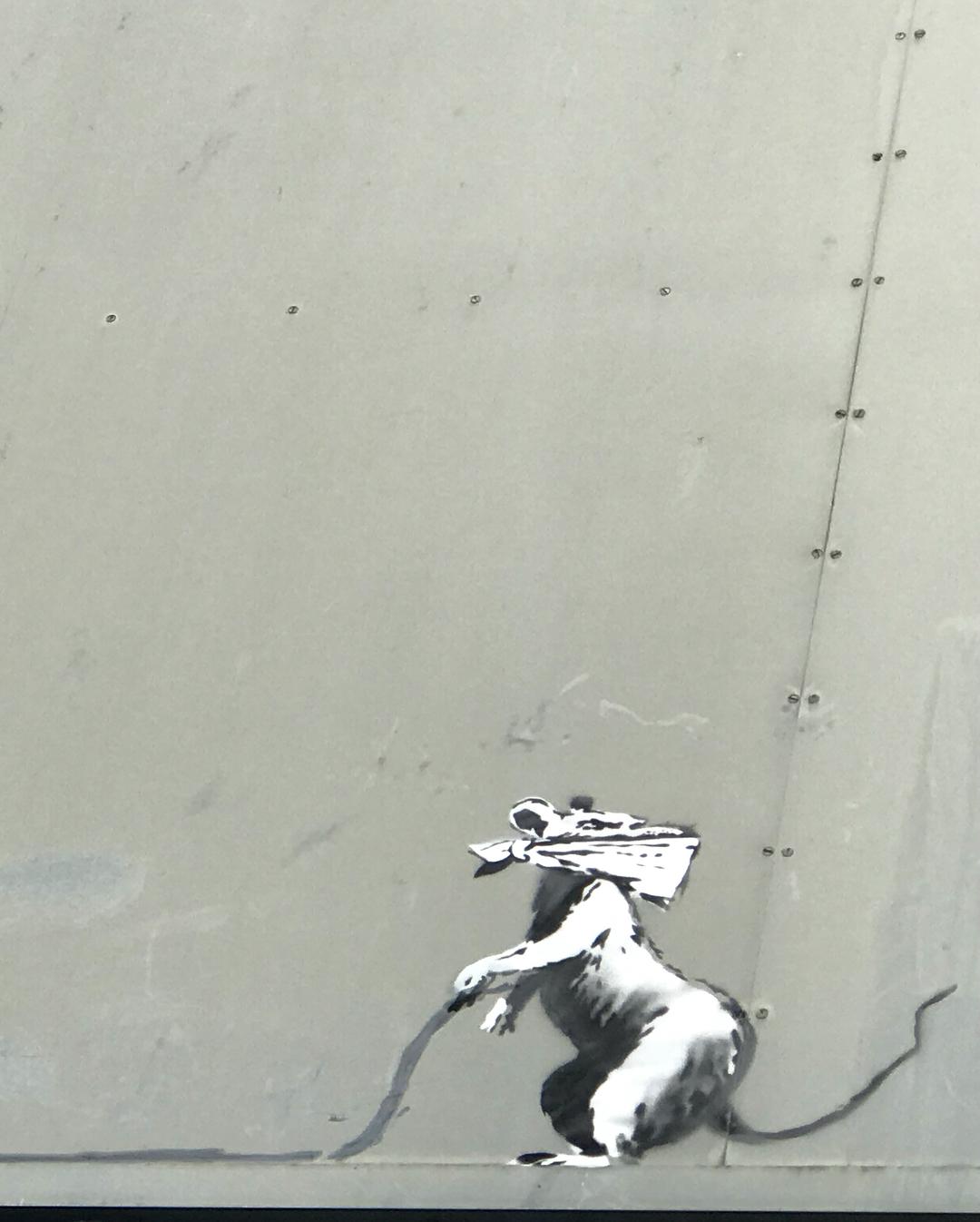 Banksy unveils new pieces in Paris, France Artes & contextos 36085829 244138976360786 7415804092208906240 n
