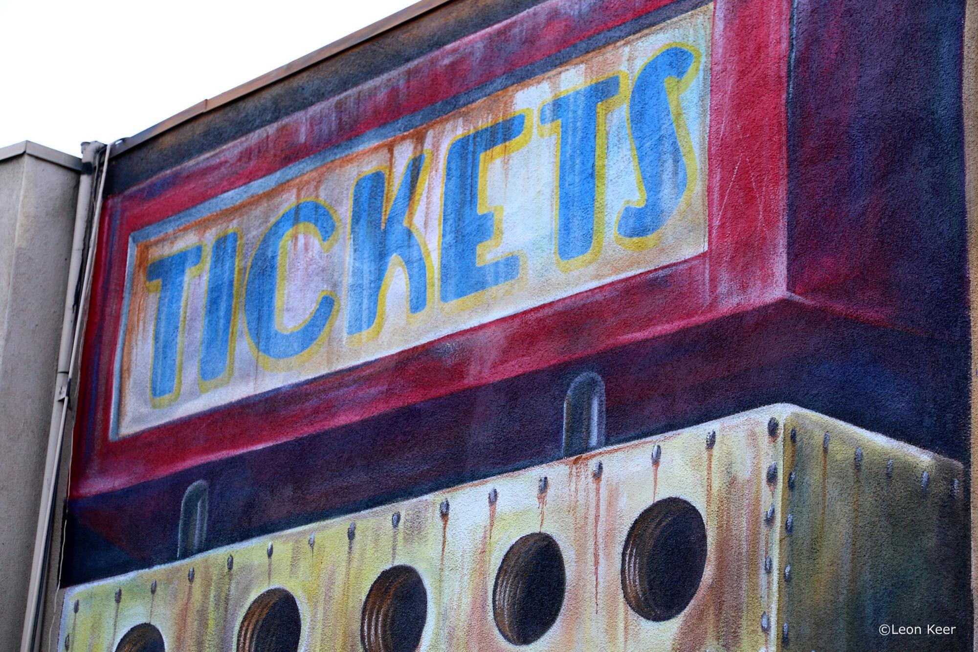 Leon Keer in Long Beach, California Artes & contextos tickets mural long beach powwow 28422640347 o