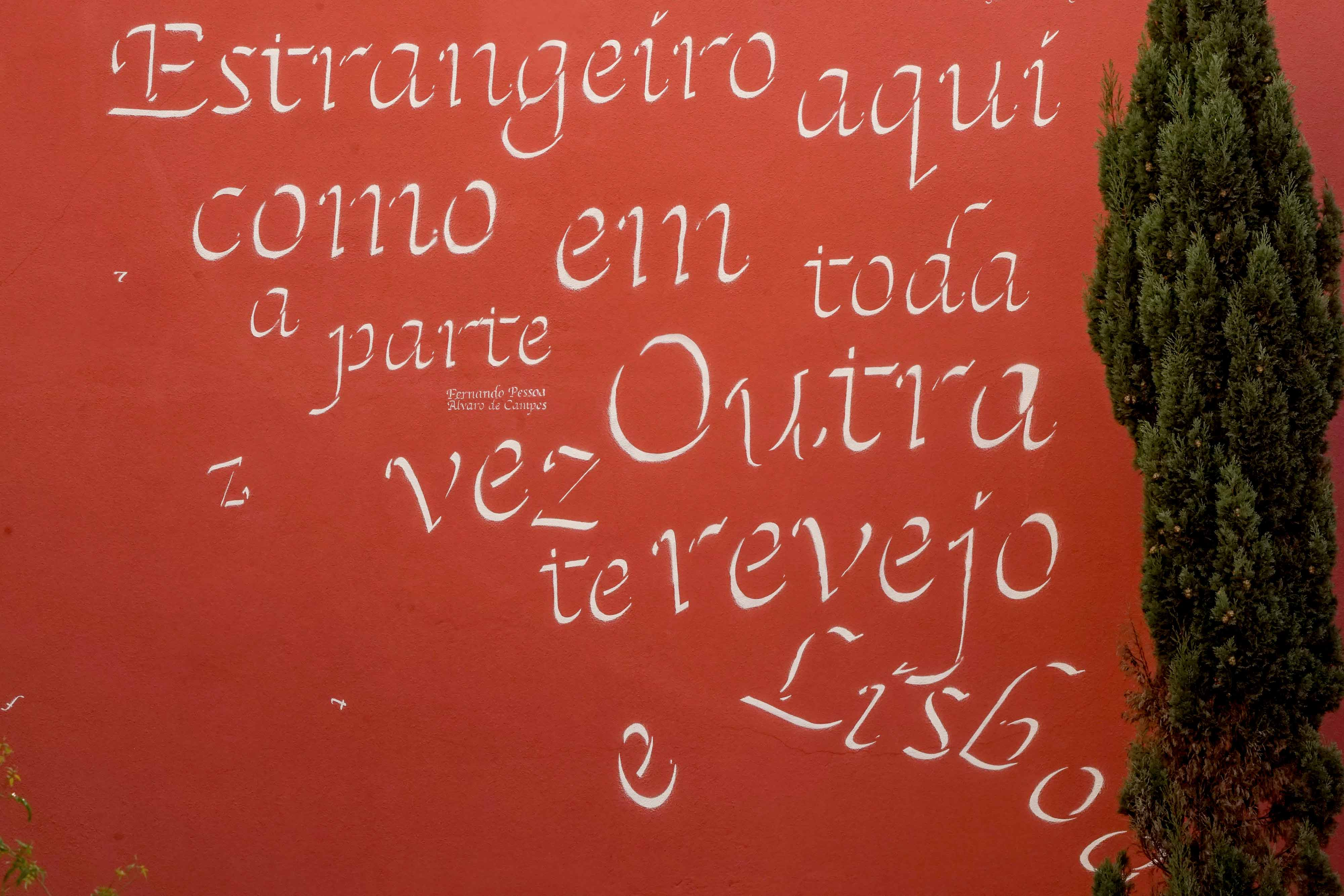 To Pessoa and Saramago: a poetry homage by Opiemme in Lisbon, Portugal. Artes & contextos Opiemme6