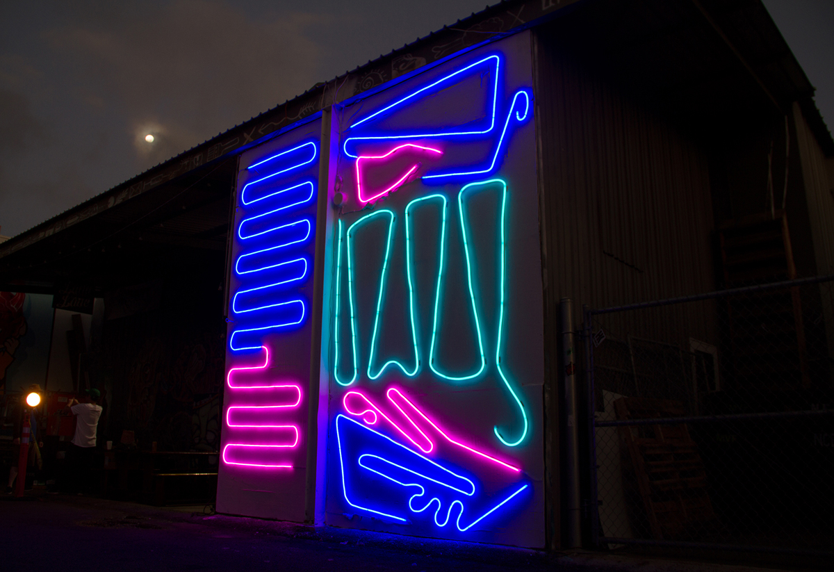 New Neon Interactive Mural by Spidertag in Honolulu, Hawaii Artes & contextos Hawaii 5
