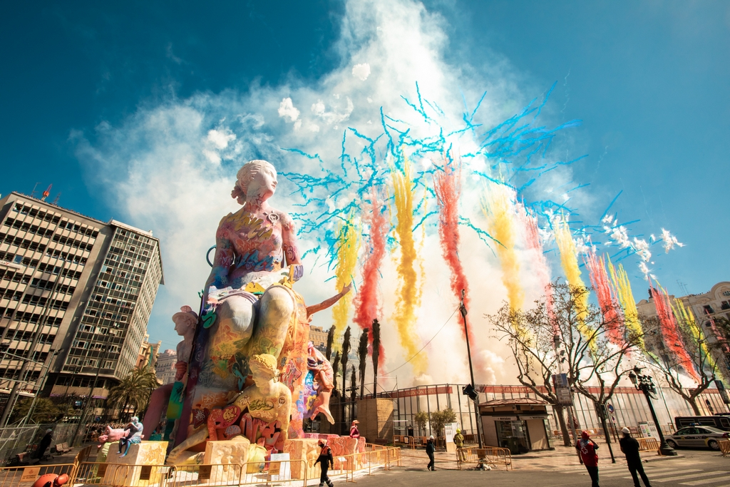Pichiavo's monumental sculpture for Falles celebration in Valencia Artes & contextos 09