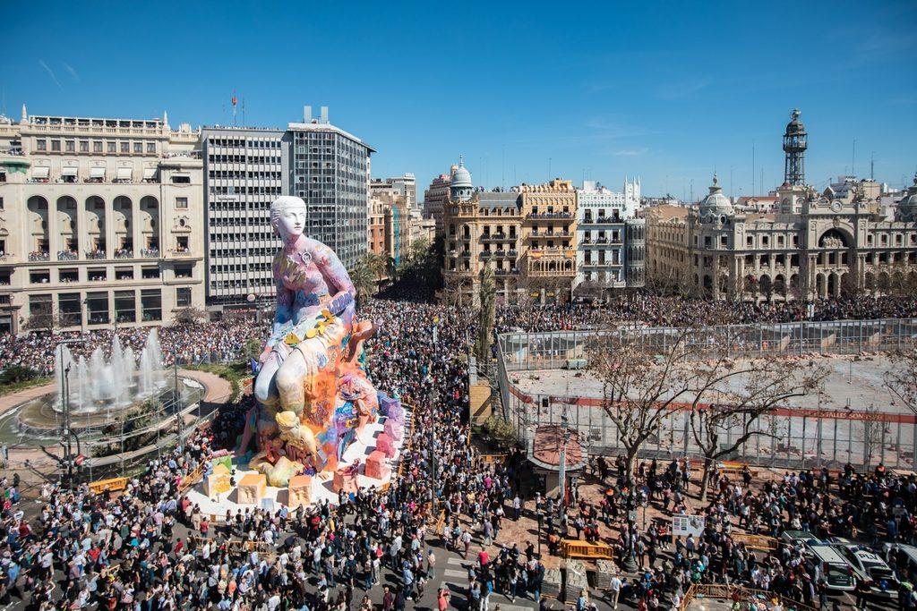 Pichiavo's monumental sculpture for Falles celebration in Valencia