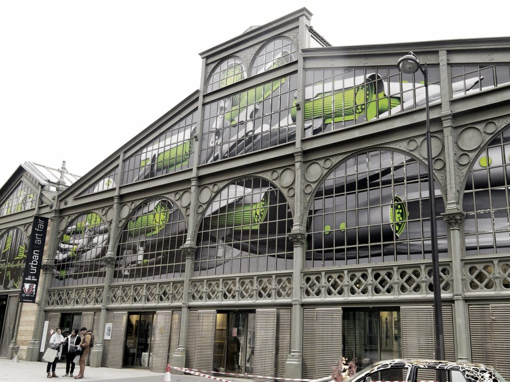 Ludo creates a large installation at Carreau du Temple in Paris