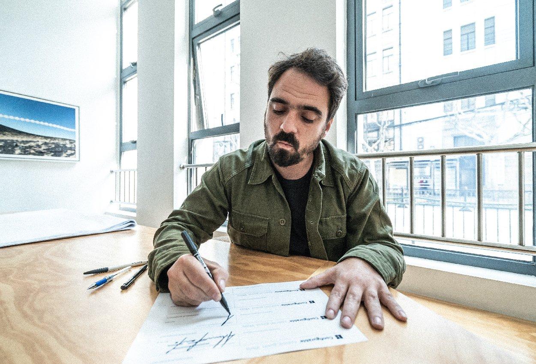 Felipe Pantone x Vhils for Configurable Art Artes & contextos VHILS Mesa de trabajo 1 copia 3