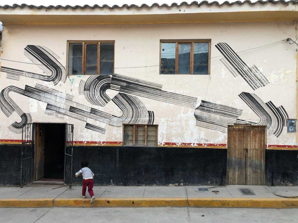 2501 paints a series of pieces in Peru