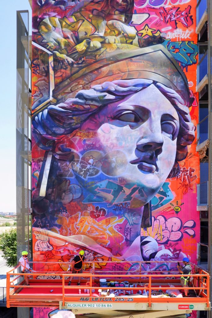 Pichiavo chose to paint Athena for their first piece in Barcelona!