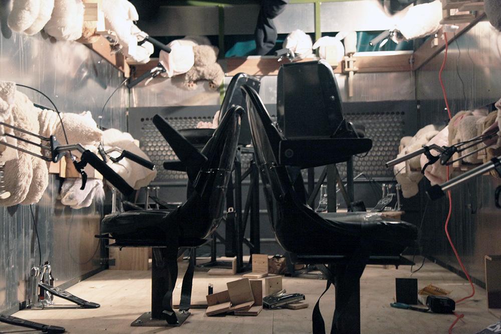 Descobrindo Banksy – Parte 1 Artes & contextos 22Siren of Lambs inside truck 1